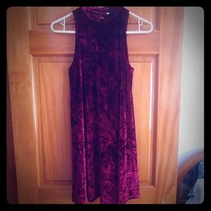 Sleeveless velvety dress